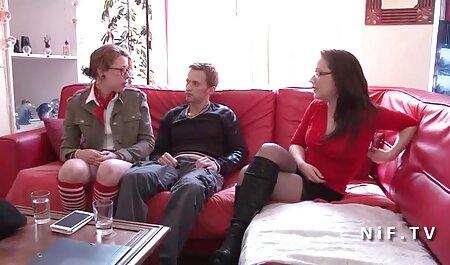 वह सेक्सी मूवी इंग्लिश में अनुभवी उसे चमकदार लाल होंठ के साथ बिल्ली में मुट्ठी और मुट्ठी से पता चला
