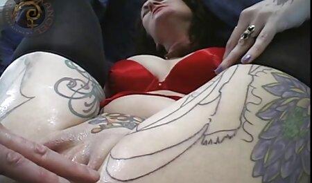एक घूंघट पहने एक मुस्लिम महिला को उसके फुल इंग्लिश मूवी सेक्सी मुंह खोला और जीभ के लिए शुरू किया उसे